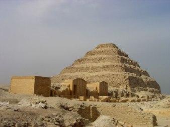 Patio Heb Sed en la actualidad, Jean-Philippe Lauer. Bajo las arenas de Kemet. Arquitectura del antiguo Egipto
