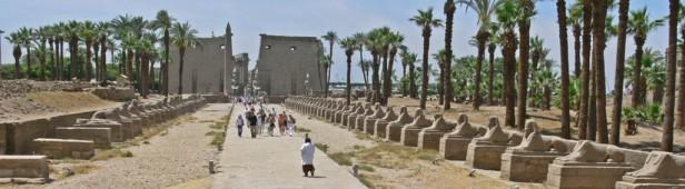 Avenida de esfinges Luxor, el templo clásico en el antiguo Egipto