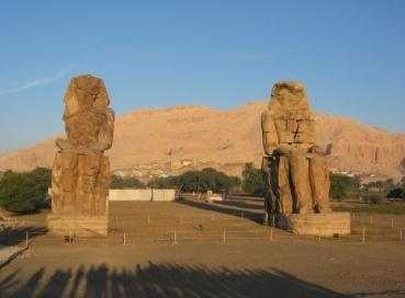 Colosos Memnon, el templo clásico en el antiguo Egipto