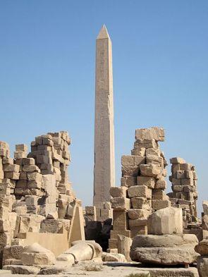 Obelisco de Hatshepsut en Karnak, el templo clásico en el antiguo Egipto