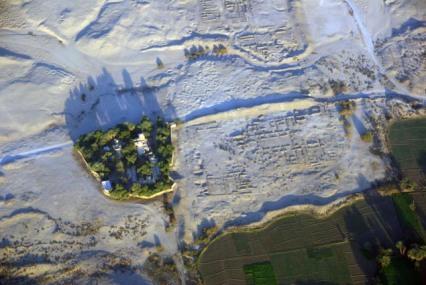 Vista aérea de parte de la ciudad-palacio de Malkata, Amenhotep III, arquitectura antiguo Egipto, Sandra Pajares, Bajo las arenas de Kemet