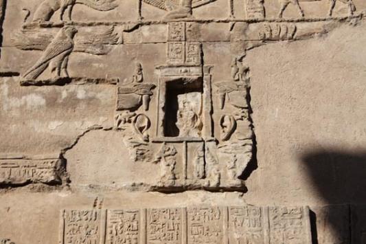 """Capilla de la """"oreja que escucha"""" en el templo de Kom Ombo"""