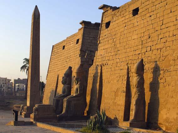 Pilono de Ramsés II en el templo de Luxor. Bajo las arenas de Kemet, Arquitectura antiguo Egipto