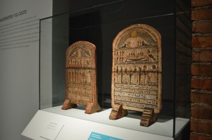 """Estelas de Tasheritmin y de Tasherienbastet [Img. Sandra Pajares] Exposición """"Cleopatra y la fascinación de Egipto"""""""