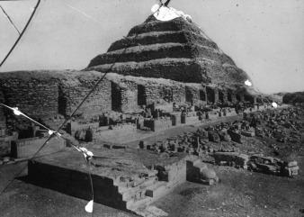 Patio Heb-Sed del complejo funerario de Djoser antes de la reconstrucción de Lauer, Bajo las arenas de Kemet, Arquitectura antiguo Egipto