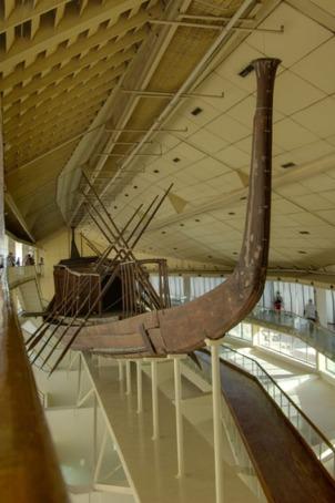 Barca solar de Keops, Guiza. Complejo funerario Keops, Khufu. Bajo las arenas de Kemet. Arquitectura antiguo Egipto