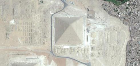 Fotografía aérea del complejo funerario de Keops, Guiza. Complejo funerario Keops, Khufu. Bajo las arenas de Kemet. Arquitectura antiguo Egipto