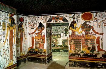 Vestíbulo de la tumba de Nefertari, qv66, valle de las reinas, bajo las arenas de Kemet