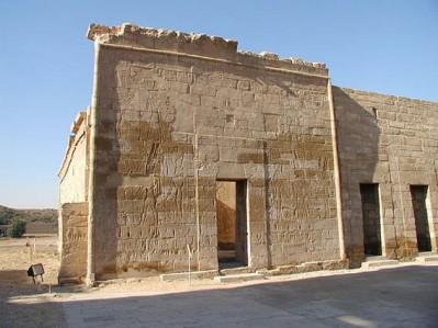 Capilla divinas adoratrices Medinet Habu, templo funerario Ramsés III, arquitectura antiguo Egipto, Sandra Pajares, Bajo las arenas de Kemet