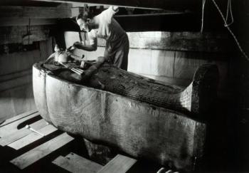 Howard Carter fotografiado por Harry Burton. Tutankhamón, Lord Carnarvon. Bajo las arenas de Kemet, antiguo Egipto, egiptología KV62