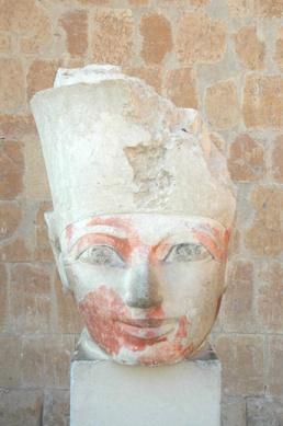 Busto Hatshepsut, Deir el-Bahari, Djeser-Djeseru Hatshepsut, arquitectura antiguo Egipto, Sandra Pajares, Bajo las arenas de Kemet