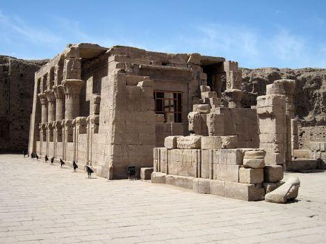 Mammisi del templo de Horus en Edfu, arquitectura antiguo Egipto, Bajo las arenas de Kemet
