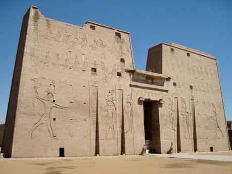 Pilono del templo de Horus en Edfu, arquitectura antiguo Egipto, Bajo las arenas de Kemet