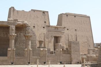 Templo de Horus en Edfu, arquitectura antiguo Egipto, Bajo las arenas de Kemet