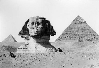 La Esfinge de Guiza ante las pirámides de Kefrén [Khaefre] y Micerinos [Menkaure]. Fotografía de Francis Frith. Bajo las arenas de Kemet. Arquitectura antiguo Egipto