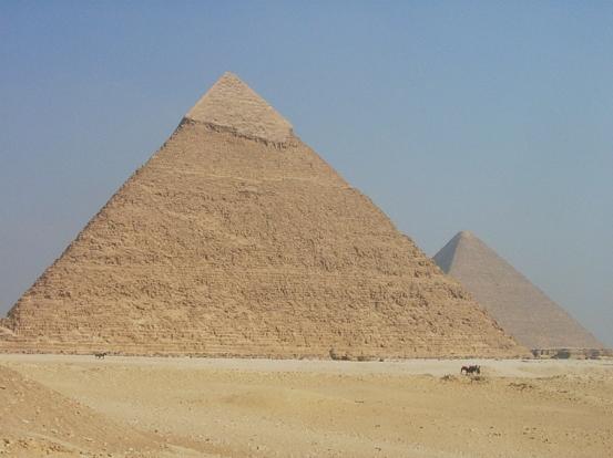 Las pirámides de Keops [Khufu] y de Kefrén [Khaefre]. Complejo funerario de Kefrén [Khaefra]. Bajo las arenas de Kemet. Arquitectura antiguo Egipto
