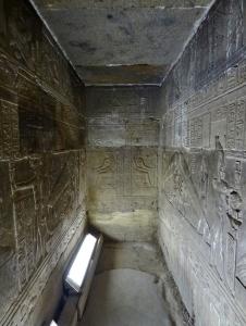 Cripta del templo de Dendera, arquitectura antiguo Egipto, Bajo las arenas de Kemet
