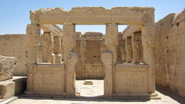 Quiosco del tejado en templo de Dendera, arquitectura antiguo Egipto, Bajo las arenas de Kemet