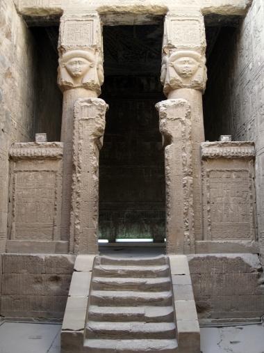 La «Capilla Pura», wabet, vista desde el patio, Templo de Hathor en Dendera, arquitectura antiguo Egipto, Bajo las arenas de Kemet