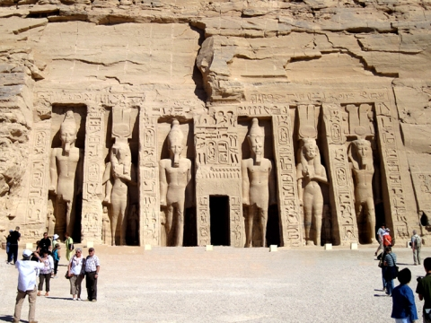 El templo de Nefertari en Abu Simbel, arquitectura antiguo Egipto, Bajo las arenas de Kemet