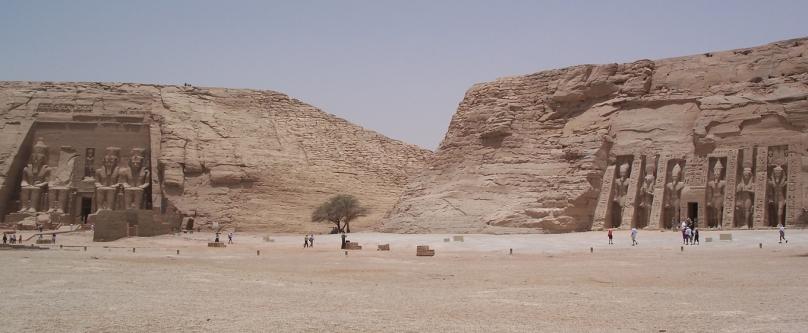 Los templos de Ramsés II y Nefertari en Abu Simbel, arquitectura antiguo Egipto, Bajo las arenas de Kemet