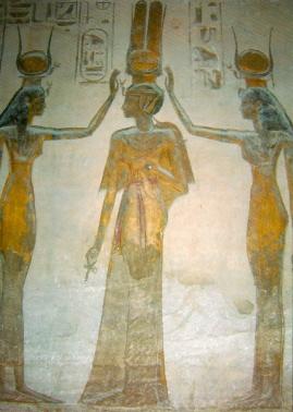 Nefertari siendo coronada por Hathor e Isis en el templo de Nefertari en Abu Simbel, arquitectura antiguo Egipto, Bajo las arenas de Kemet